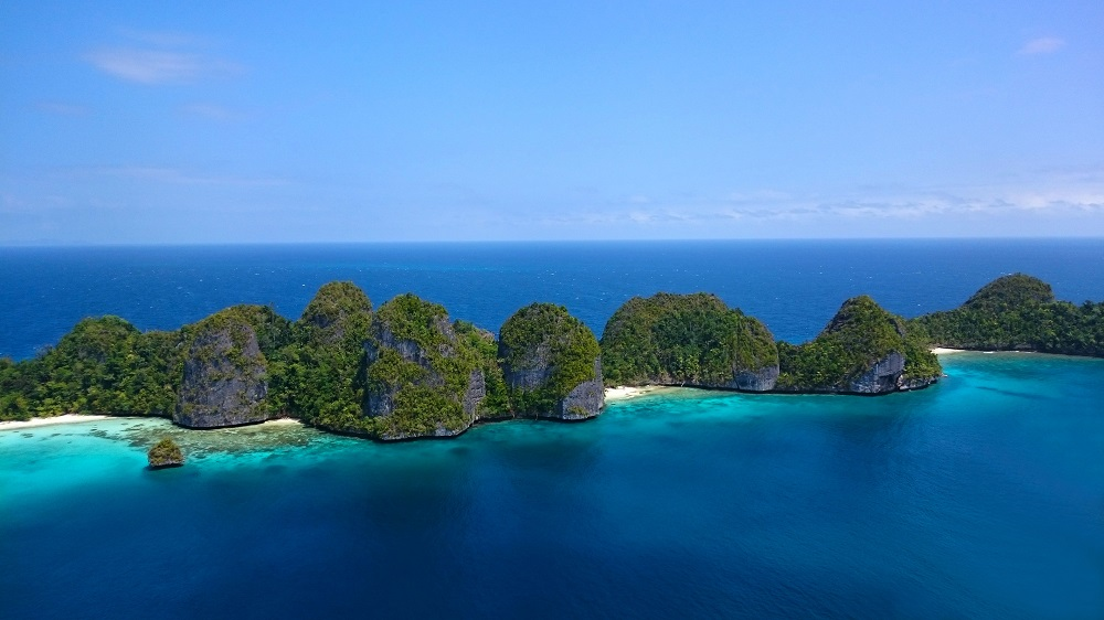 visiting the stunning Wayag island in Indonesia