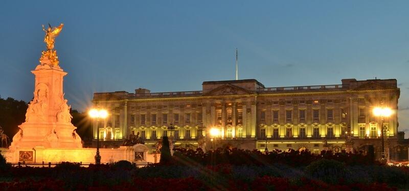 The monument outside Buckingham Palace