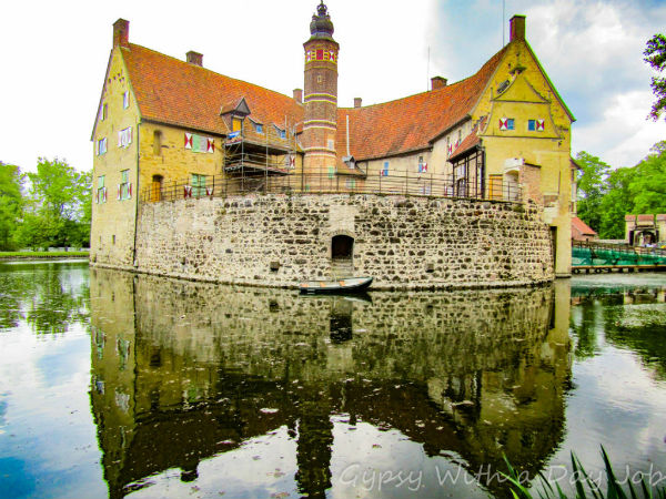 Learn more about Vischering Castle in Lüdinghausen, Germany