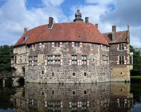 Visit Vischering Castle in Lüdinghausen, Germany