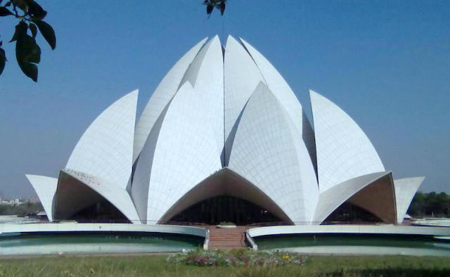Visiting the Lotus Building in Delhi