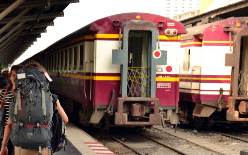 Train from Bangkok to Lopburi
