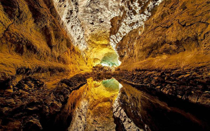 Visiting the Cueva de los Verdes Lanzarote