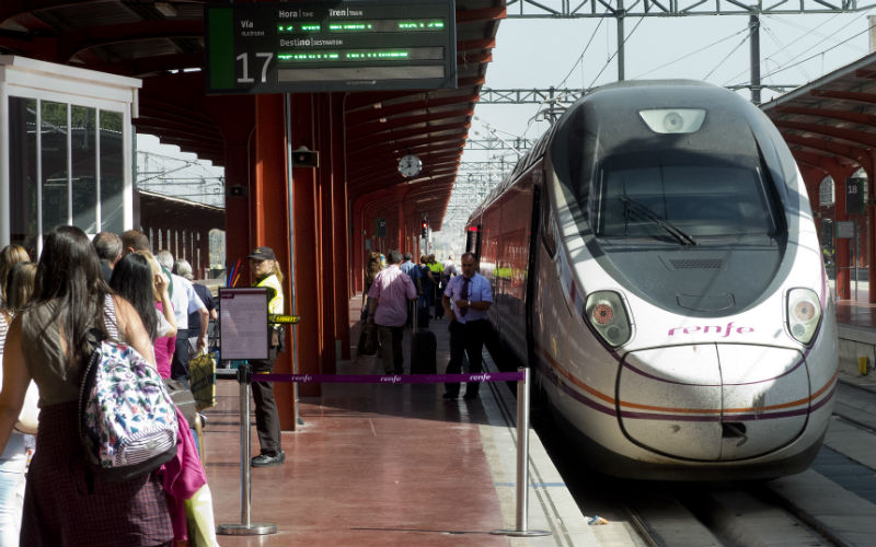 Do not be late, the Madrid to Segovia train leaves on time
