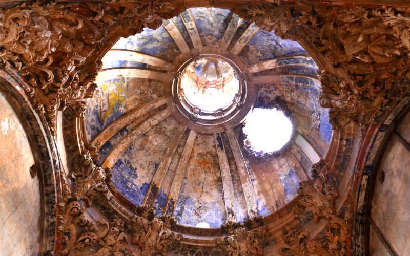 A hole in the roof of the Iglesia de San Martín de Tours