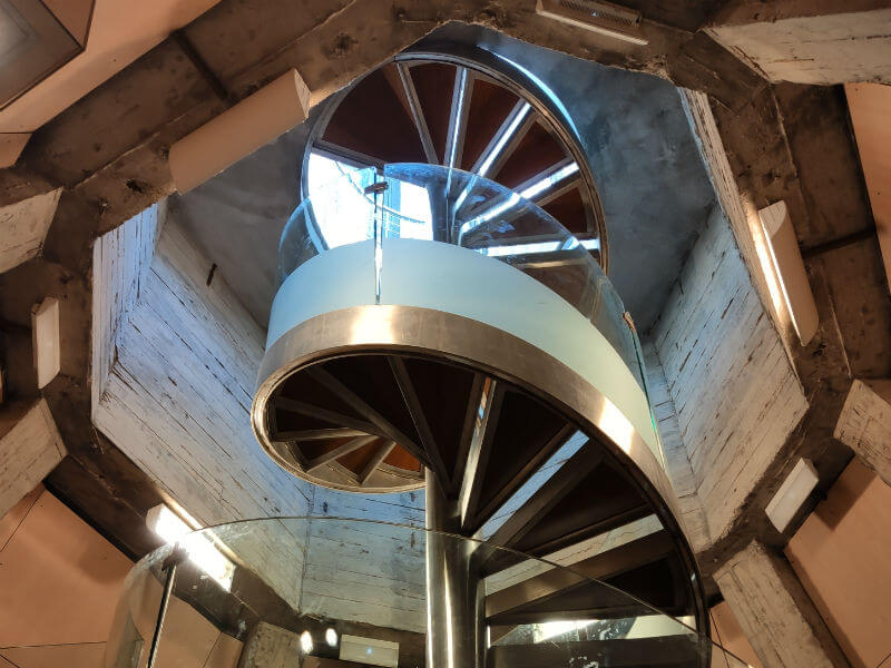 The spiral staircase that leads to the top of the Basílica de Nuestra Señora del Pilar tower