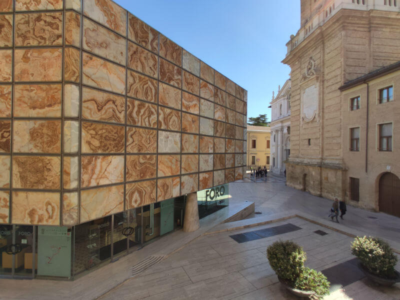 Where you can purchase tickets for the Caesaraugusta Forum Museum and the Caesaraugusta trail in Zaragoza