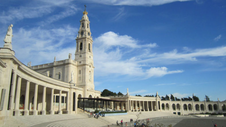 How to get to Fatima from Lisbon