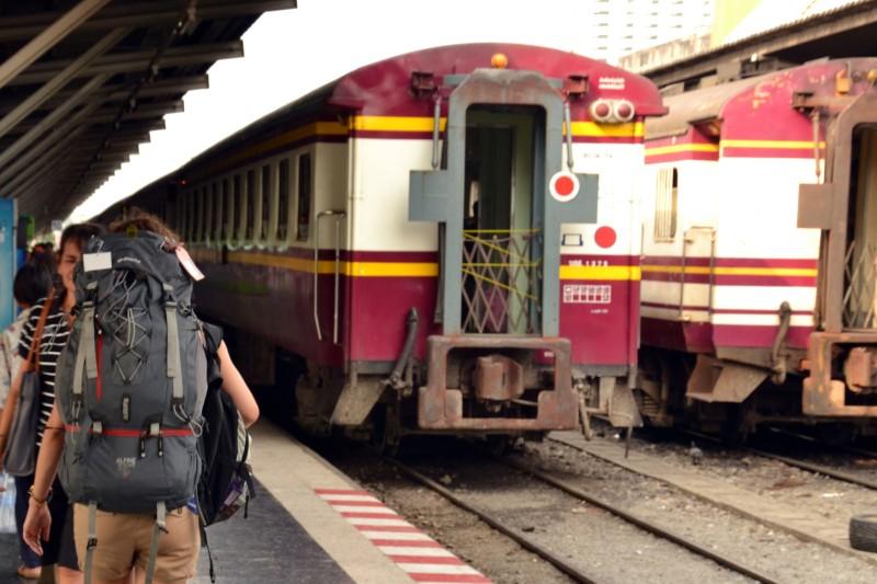 Getting a train from Bangkok to Ayutthaya