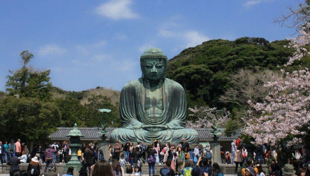 people gather around the Great Buddha of Kamakura