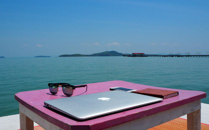 travel with laptop