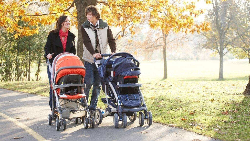 Couple with best strollers for travel
