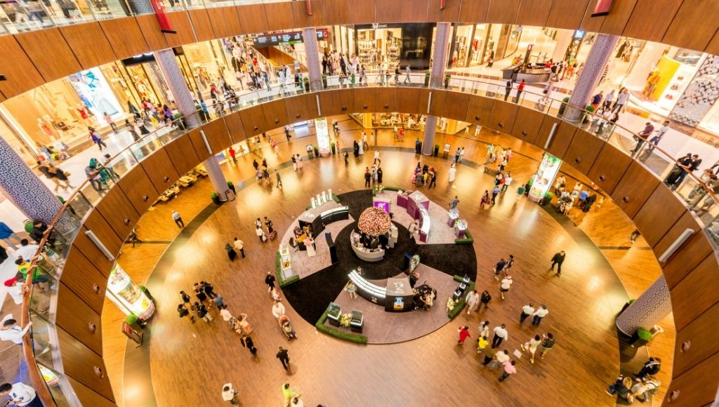 Many people shopping at dubai mall