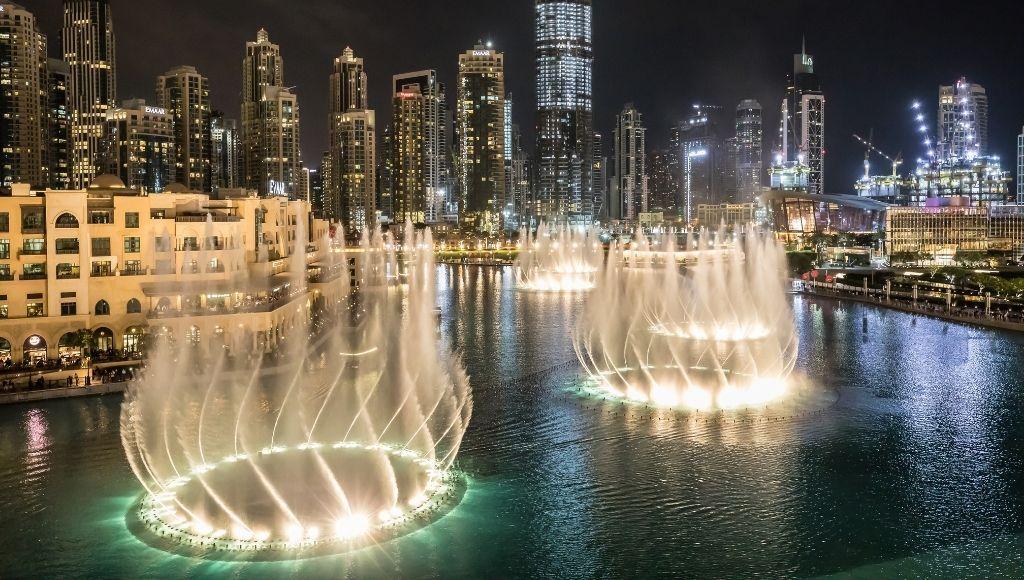 The incredible dancing fountain in dubai
