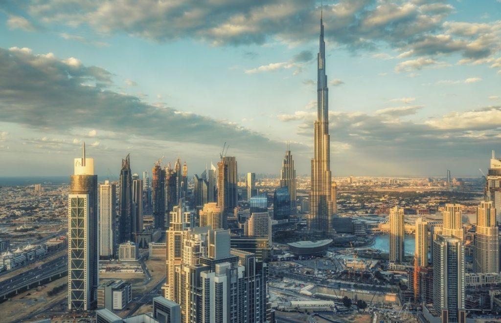A skyline photo od the Burj Khalifa